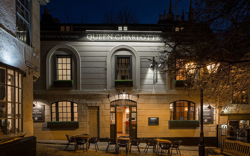 The-Queen-Charlotte-Pub-Windsor-Berkshire-Where-to-Eat-Drink